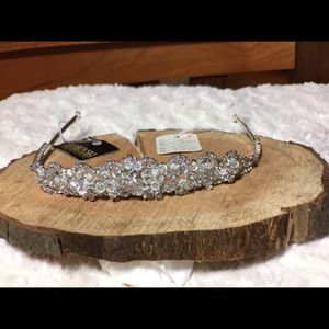 Accessories - Brand new tiara!
